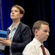 4./5. Juli 2015: Auf dem Parteitag in Essen gewinnt Frauke Petry die Wahl zur