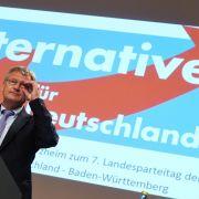 17. Februar 2016: Einen Monat vor den Landtagswahlen am 13. März sieht eine Umfrage die AfD in Sachsen-Anhalt bei 17 %, lediglich einen Punkt hinter der SPD. In Baden-Württemberg, wo Jörg Meuthen Spitzenkandidat der AfD ist, liegt die Partei bei 10 %.