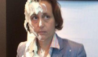 Dieses Bild postete Beatrix von Storch nach der Torten-Attacke, doch anstatt Mitleid sorgte es für ordentlich Lacher im Netz. (Foto)