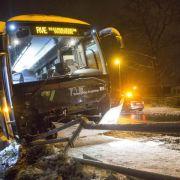 Kein Frühling in Sicht! Zahlreiche Glätteunfälle durch Schneefall (Foto)