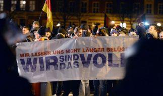 """Angeheizt durch """"asylkritische"""" Demonstrationen nimmt die Gewalt gegen Flüchtlinge in Deutschland zu. Die Mehrheit lehnt das ab. (Foto)"""