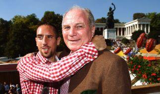 Ein Herz und eine Seele: Frank Ribery (links) und Uli Hoeneß. (Foto)