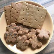 So sieht der Tagesbedarf an Crackern und Keksen aus: Je zwei Stück bilden eine Mahlzeit.