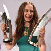Um als Mystik-Sängerin unter dem Namen Oonagh große Erfolge zu feiern. 2015 gewann Senta-Sofia Delliponti völlig verdient den Echo in der Kategorie