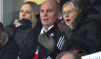 Uli Hoeneß als freier Mann am Mittwochabend in der Münchner Allianz Arena mit seiner Ehefrau Susi. (Foto)