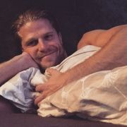 Proleten-Posen - So zeigt sich der Ex-Bachelor am liebsten! (Foto)