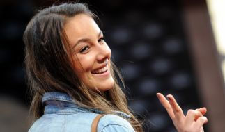 Liebesaus bei GZSZ-Star Janina Uhse: Wie geht die Schauspielerin jetzt mit der Trennung um? (Foto)
