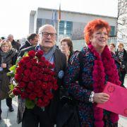 Rote Rosen für Angela Merkel zum Frauentag (Foto)