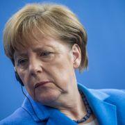 Peinlich! Angela Merkel macht einen auf Rap-Star (Foto)