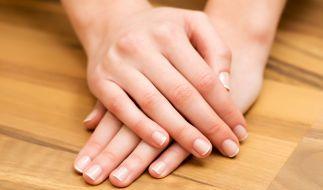 An den Fingernägeln lassen sich oft Krankheiten erkennen. (Foto)