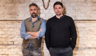 """Tim Mälzer und Roland Trettl treten in der letzten Folge """"Kitchen Impossible"""" gegeneinander an. (Foto)"""