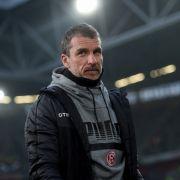 Auf die Ersatzbank! Dieser 2. Liga-Trainer wurde beurlaubt (Foto)