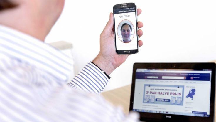 """Laut """"Amazon"""" ist ein Selfie-Video sicherer als ein Passwort. (Foto)"""
