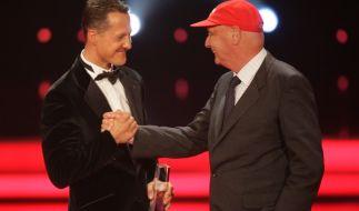 Michael Schumacher (links) und Niki Lauda bei der Verleihung des Deutschen Fernsehpreises im Jahr 2007. (Foto)