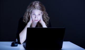 In den USA hat ein Vater im Internet seine 14-jährige Tochter um Nacktfotos erpresst. (Symbolbild) (Foto)