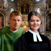 Das gibt Ärger: Unkonventionelle Pfarrerin trifft auf konservativen Priester (Foto)