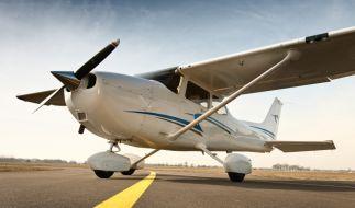 Mit einem einmotorigen Flugzeug haben Schmuggler vermögende Migranten von Griechenland nach Italien geflogen. (Symbolbild) (Foto)