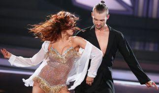 """Eric Stehfest und Profitänzerin Oana Nechiti tanzten sich am ersten Abend bei """"Let's Dance"""" an die Spitze. (Foto)"""