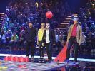"""Judith Rakers, Oliver Pocher, Walter Sittler und Tim Mälzer während des Spiels """"Hüpf mein Hütchen"""". (Foto)"""