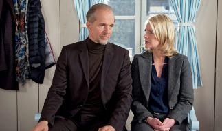 Zwischen Nora (Anne Moll, rechts) und Arthur (Jochen Horst, links) kriselt es, als Madeleine nach dem Raubüberfall ins Krankenhaus kommt und Arthur ein Geständnis macht, das ihn total aus der Fassung bringt. (Foto)