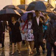 Von Castro verschmäht! US-Präsident allein im Regen (Foto)