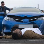 Darum springen Flüchtlinge absichtlich vor fahrende Autos (Foto)