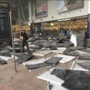 Nach Explosion am Flughafen: Die Abflughalle des belgischen Flughafens liegt in Trümmern.