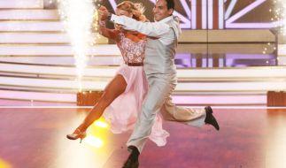 Attila Hildmann tanzt gemeinsam mit Oxana Lebedew um die Krone. (Foto)