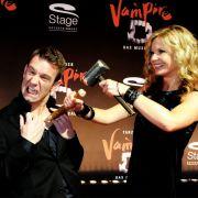 Peter Imhof mit seiner Frau Eva Schulz zur Premier des Musicals