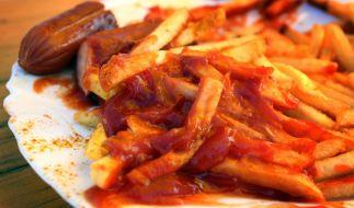Zum Wohle ihrer Gesundheit sollten Sie auf Currywurst und Pommes Frites grundsätzlich verzichten. (Foto)