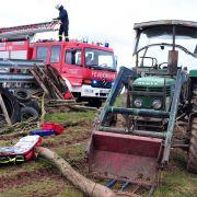 Unentdeckt! Bauer tagelang unter Traktor eingeklemmt (Foto)