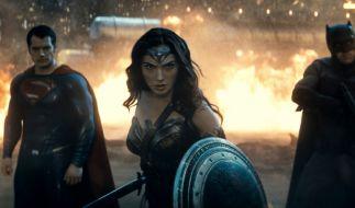 Superman, Wonder Woman und Batman stellen sich der wohl dunkelsten Bedrohung, die die Erde je erlebt hat. (Foto)