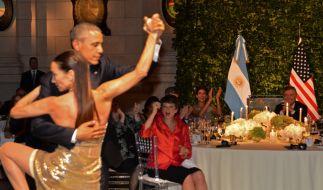 Tango! Der US-Präsident auf dem Tanzparkett in Argentinien. (Foto)