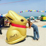 Frohe Ostern! Das lassen sich auch die Stars nicht zweimal sagen. Cathy Hummels (28) ist gar nach Dubai gereist, um den Osterhasen zu treffen.