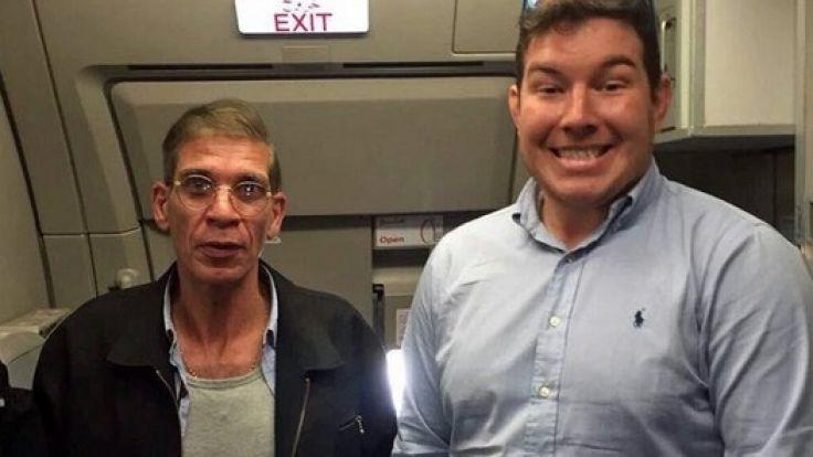 Ein Selfie mit dem Flugzeug-Entführer: So eine Erinnerung hat nun wirklich nicht jeder! (Foto)