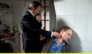 Leichenfund: Auch im zweiten Fall kann Commissario Brunetti (Uwe Kockisch) nur noch den Tod feststellen. (Foto)