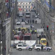 Einsatzkräfte nach einer Bomben-Explosion an der Rue de la Loi am Brüsseler U-Bahnhof Maelbeek am 22. März 2016. Am selben Tag gab es eine doppelte Explosion in der Abflughalle des Flughafen Zaventem, ebenfalls in Brüssel.