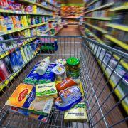 Völlig Betrunkene verrichtet ihr Geschäft im Supermarkt (Foto)