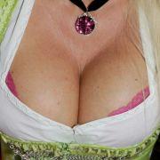10 Probleme, die nur Frauen mit XXL-Brüsten kennen (Foto)