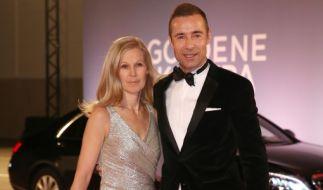 Entertainer Kai Pflaume und Ehefrau Ilke zur Verleihung der Goldenen Kamera in Hamburg. (Foto)