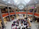 Das Einkaufszentrum Sophienhof in Kiel: Nach den Berichten über angebliche massive Belästigungen junger Mädchen ist ein Teil der Vorwürfe gegen die beiden Hauptverdächtigen nun wieder vom Tisch. (Foto)