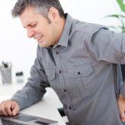 Mann schiebt sich 45-Zentimeter-Wurzel in den Anus (Foto)
