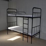 In diesen Betten übernachten demnächst Flüchtlinge. Geschlafen wird in Schlafsäcken.