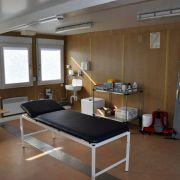 Die Behandlungsräume sind zweckmäßig eingerichtet.