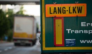 Ein Flüchtlingsjunge hat sich und andere vor dem Erstickungstod in einem Schleuser-Lkw gerettet. (Foto)