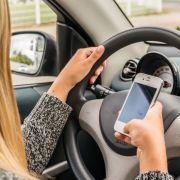 So gefährlich sind Smartphones hinterm Steuer wirklich (Foto)