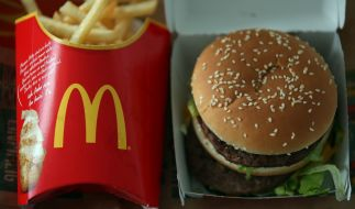 Ein Big Mac Menu bei McDonalds: Ein Mitarbeiter soll jahre lang die BigMac-Soße verunreinigt haben. (Foto)