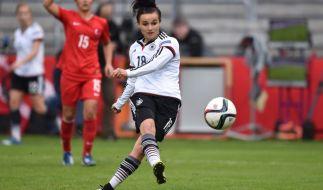 Lina Magull (hier im Spiel gegen die Türkei) kann sich gemeinsam mit ihrem Team gegen Kroatien für die Europameisterschaft 2017 qualifizieren. (Foto)