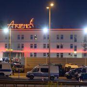 Blaulicht statt Rotlicht - Razzia in Berliner Luxus-Bordell (Foto)