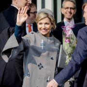 In Nürnberg taucht sie mit DIESEM Hakenkreuz-Mantel auf (Foto)